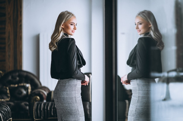 Free Photo Business Woman In Fancy Outfit