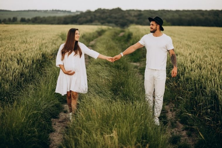 Couple pregnant, waiting for a baby Free Photo