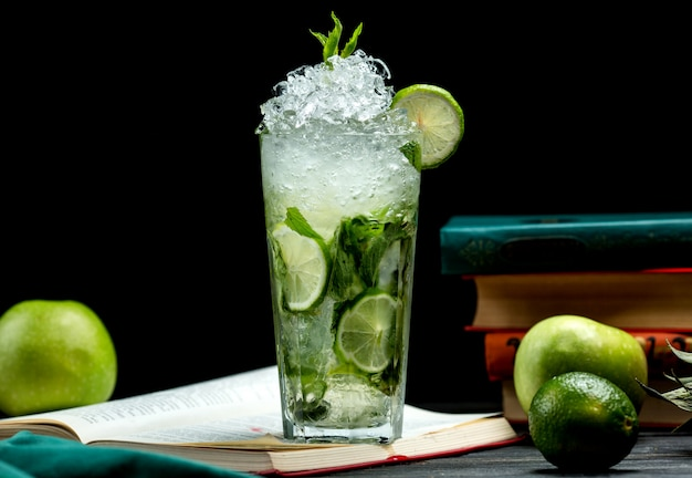 Glass of mojito with lime, mint and ice Free Photo