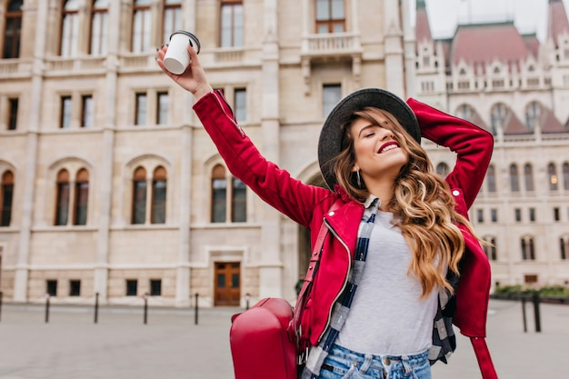 Graceful woman in trendy casual attire enjoying european travel in weekend Free Photo