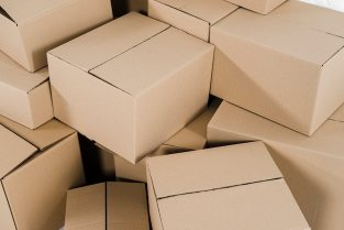 An overhead view of closed cardboard boxes Free Photo