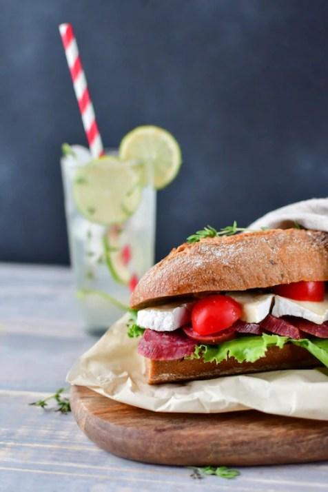Smörgås med salami och brie