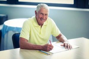 drawing pencil senior colored disegno dell anziana premium hogere kleurpotlood een colorata matita uomo album che gele parkinson malattia sintomi