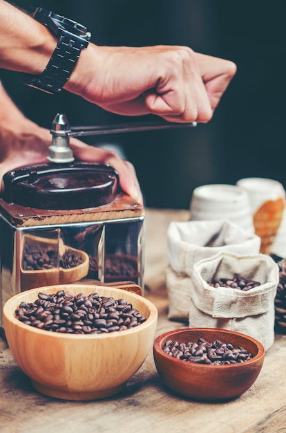 Smell of freshly grinded coffee | Premium Photo