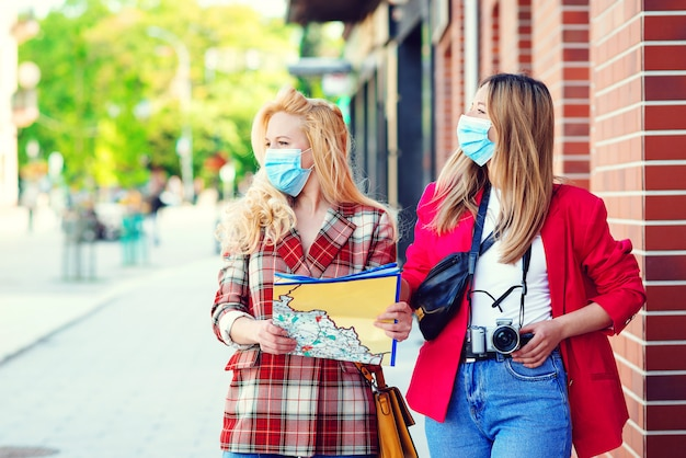 Premium Photo Student Women Are Exploring New City Together Summer Vacation During Coronavirus Pandemic Tourists In Medical Masked