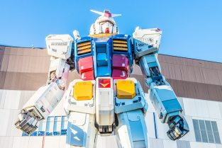 Tokyo, japan - november 27,2015 : gundam statue model performanc Free Photo