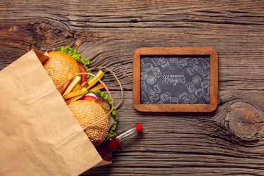 Free PSD Clipboard menu burger and food on wooden background