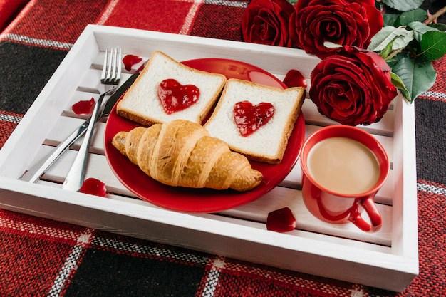romantique sur plateau sur table