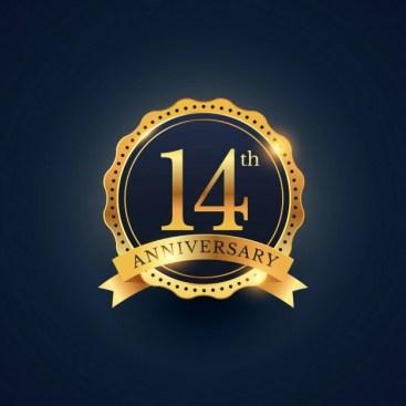 14 de etiqueta celebração emblema aniversário na cor dourada | Vetor Grátis