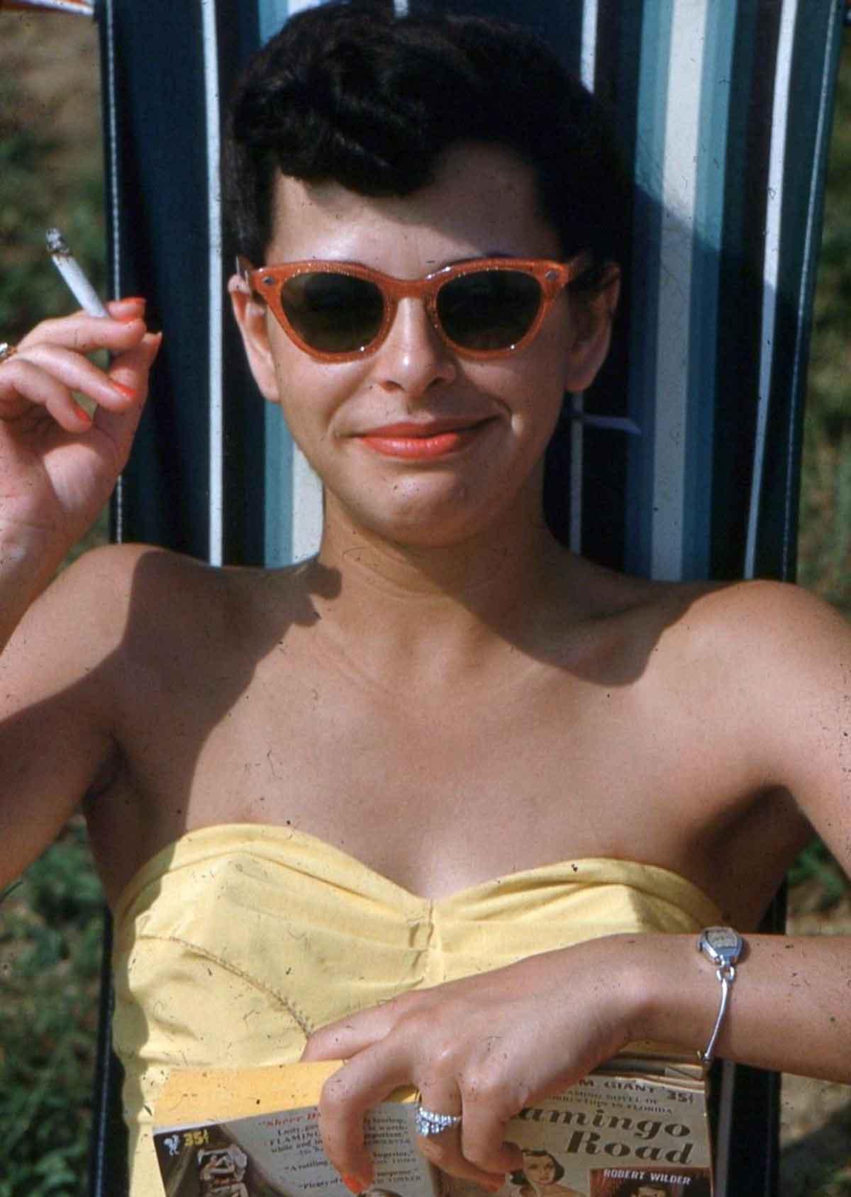 1950s-Woman-in-Swimsuit