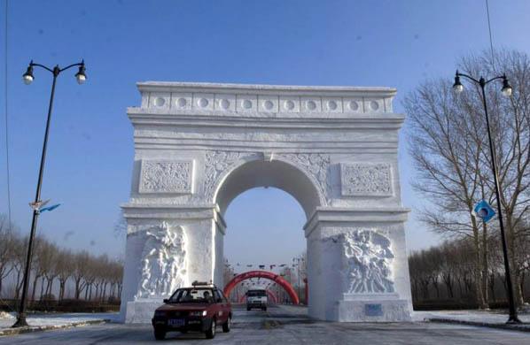 arco di trionfo snow sculpture