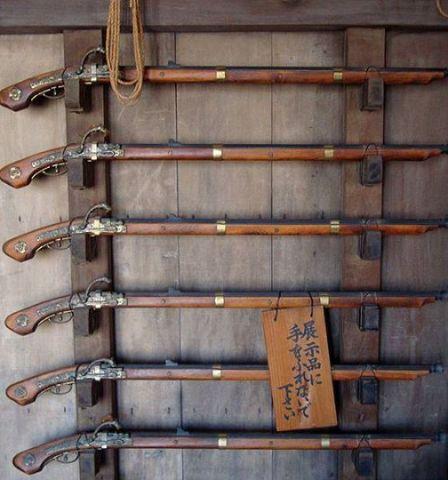 Rak senapan di kastil Himeji yang dibangun di periode Edo