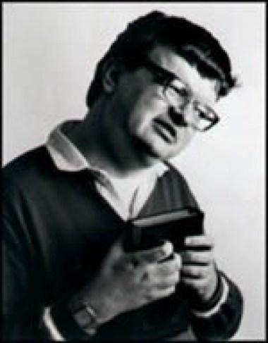 Kim Peek, yang riwayat hidupnya diangkat dalam film Rain Man dan diperankan Dustin Hoffman. Dia mampu mengingat detil isi sekitar 12,000 buku yang pernah ia baca. Saat membaca, mata kirinya membaca halaman kiri, mata kanannya membaca halaman kanan. Dua halaman bisa selesai dalam 3 detik.