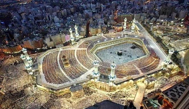 Lautan umat Islam melaksanakan ritual Haji di Ka'bah, yang dulu pernah menjadi pusat berhala