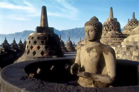 Buddha yang mengajarkan disiplin rohani tanpa berurusan dengan Tuhan
