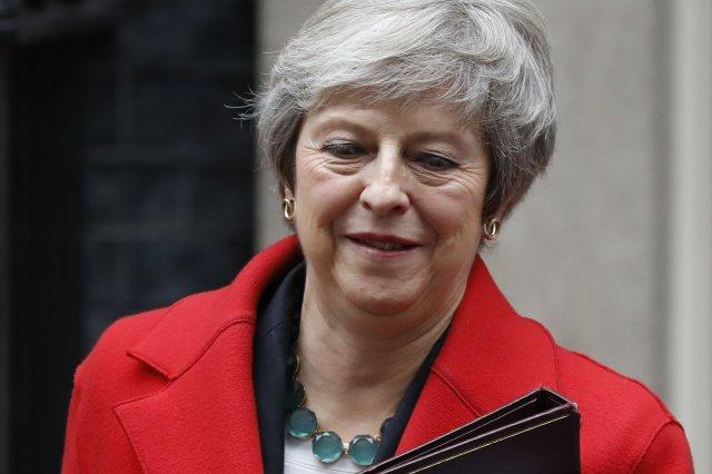"""May persiste en su plan de """"brexit"""" con un Gobierno mermado y una gran oposición"""