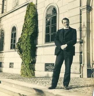 Carl Gustav Jung pada sebuah foto tahun 1910