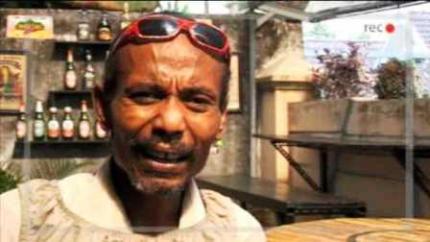 Tony Blank, penderita sakit jiwa dari Yogya yang populer dalam berbagai wawancara kacau balau di YouTube.
