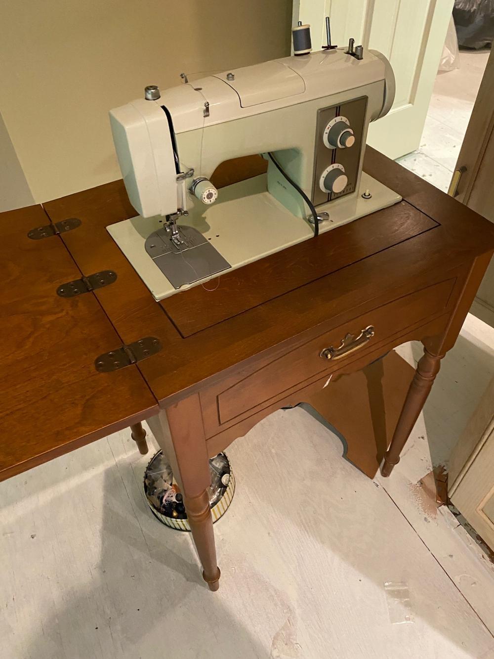 Vintage Sears Kenmore Sewing Machine : vintage, sears, kenmore, sewing, machine, Price:, VINTAGE, SEARS, KENMORE, MODEL, SEWING, MACHINE, TABLE, September