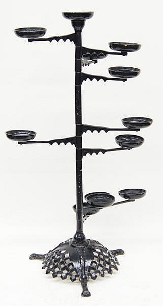 CAST IRON AFRICAN VIOLET PLANT STAND (20th c.) Shaped and pi
