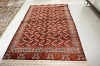 ORIENTAL AREA RUG MEASURING 5 FT 4 INCHES X 7 FT 10 INCHES.