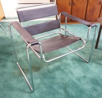 MID CENTURY MODERN CHROME LOUNGE CHAIR WITH A BLACK FAUX LEA