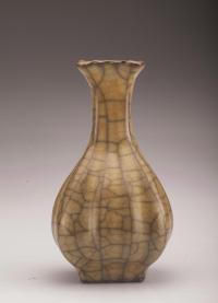 Ge-type Flower-edge Porcelain vase