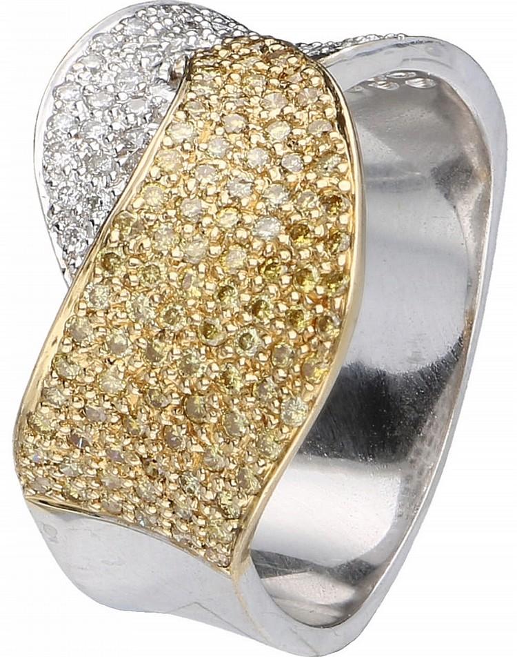 Ring bicolor goud met ca 073 ct witte en fancy yellow di