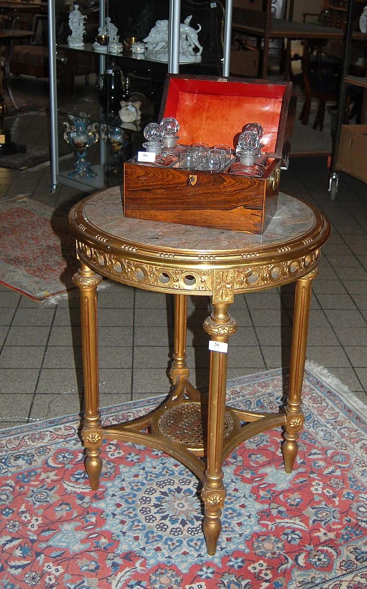 Table de salon ronde en bois dor sculpt de style Louis XVI
