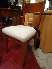 CONTEMPORARY NEOCLASSICAL CHAIR, WHITE UPHOLSTERED SEAT WITH