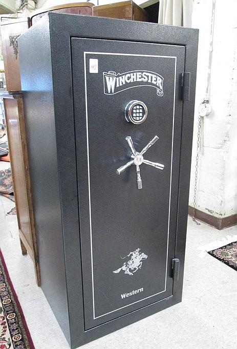 Winchers 24 Gun Floor Safe Western Model 21 Manu