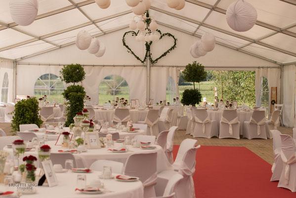 Traumhafte Hochzeit Im Zelt  brigittesingfotografies Webseite