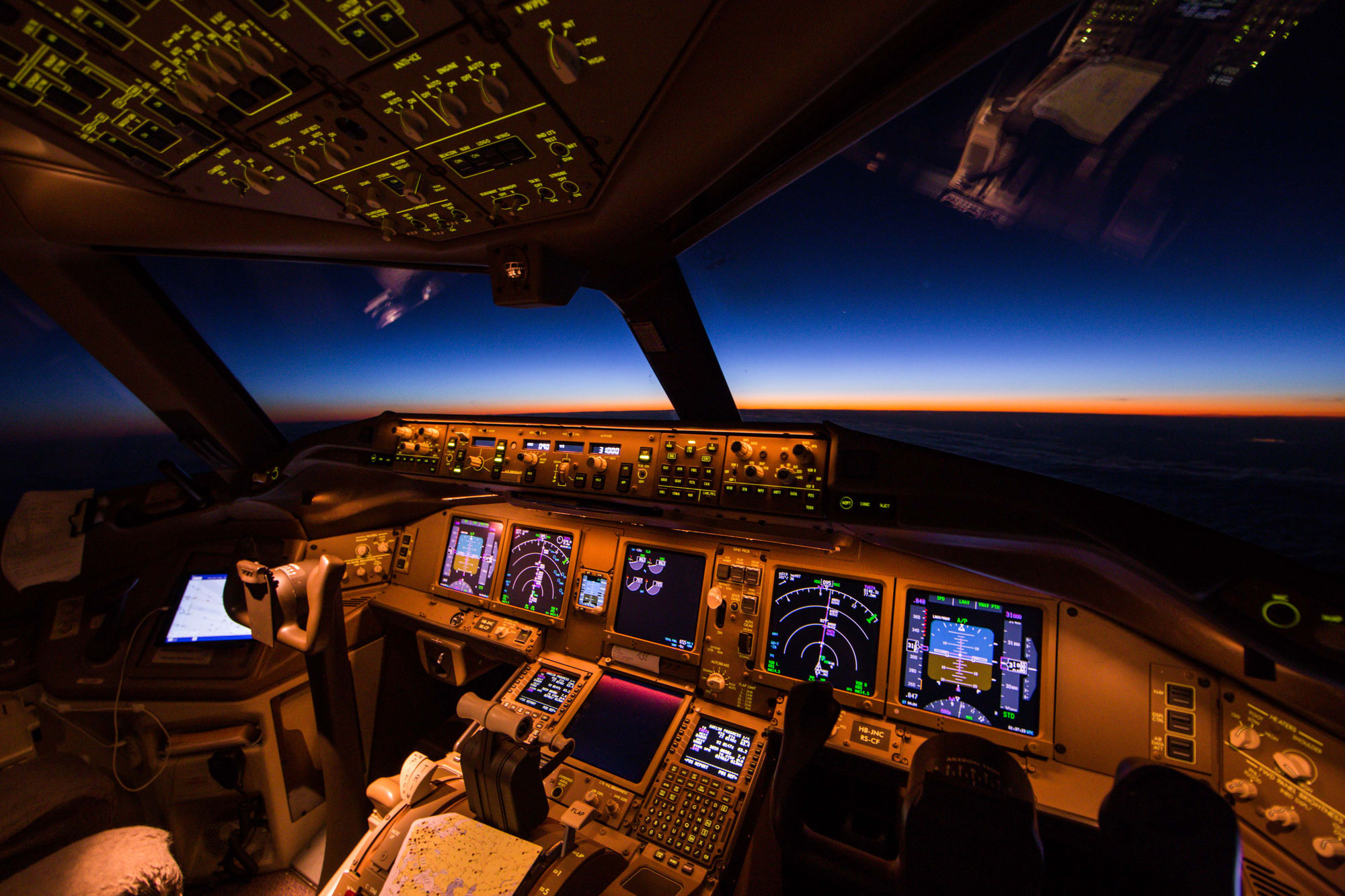 400 800 Hd Wallpaper Vuelo Nocturno The Magic Of Flying At Night Beyond The