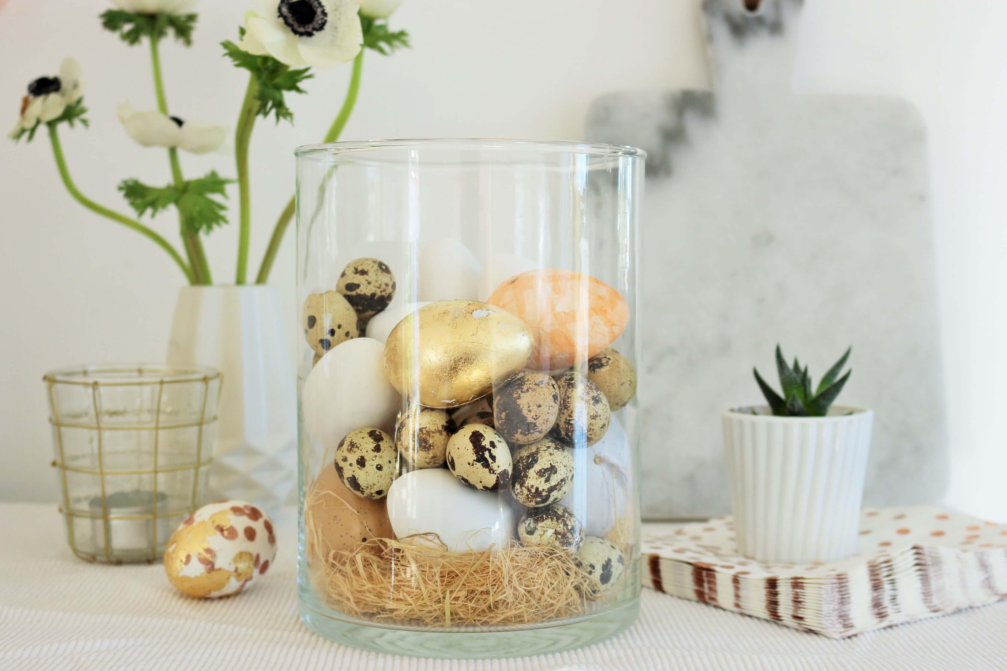 Ostereier mit Servietten und Blattgold gestalten