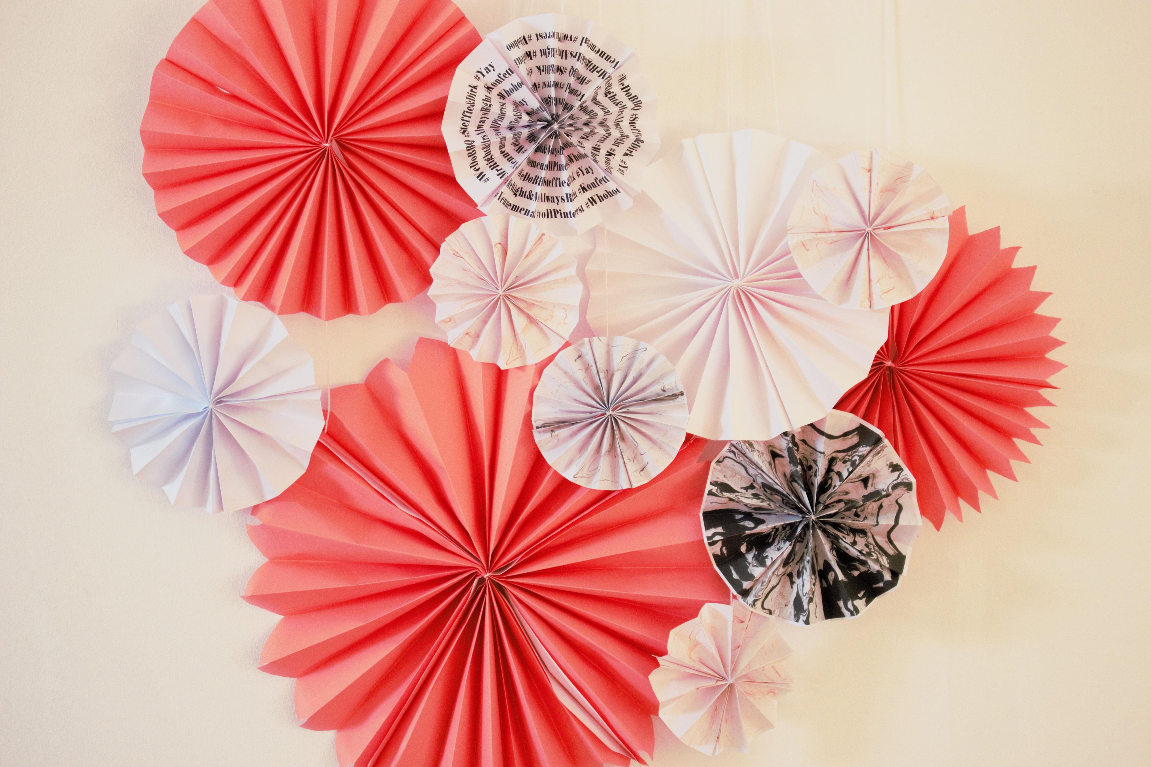 DIY Papier RosettenPapierfcher selber basteln  Partystories Blog
