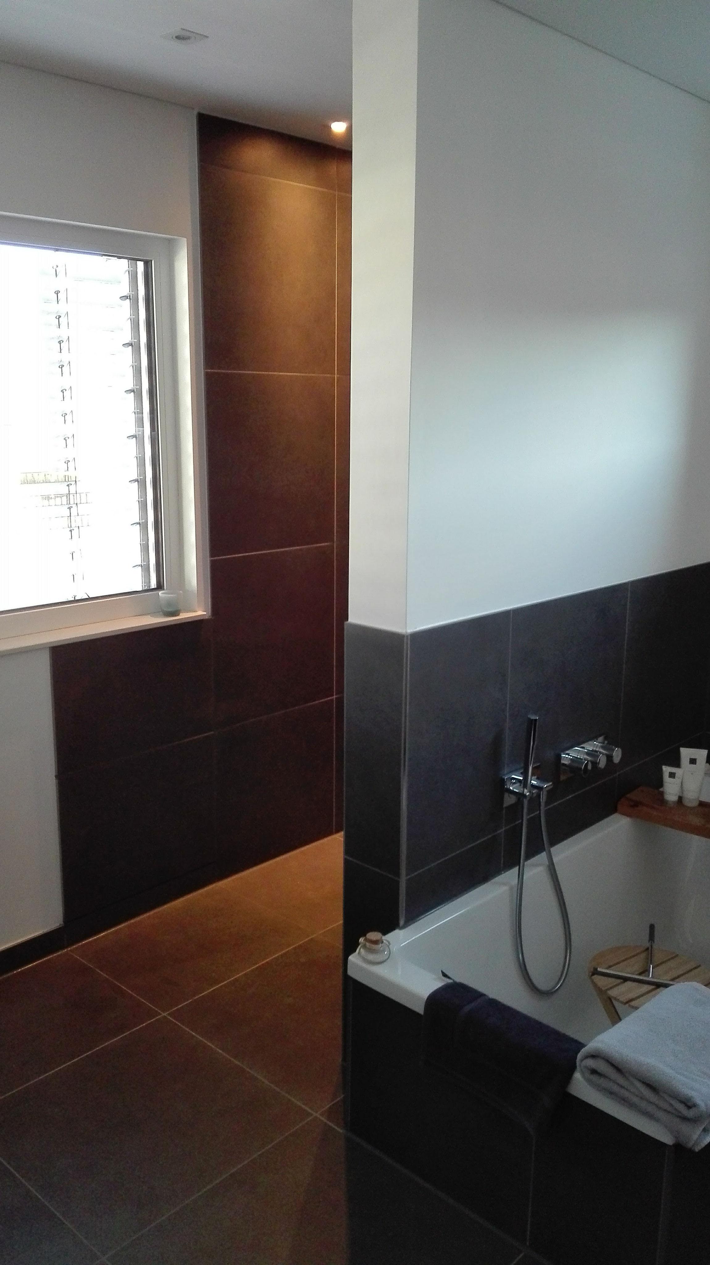 Badezimmer Boden Und Wand Gleich Badfliesen Gestalten Entdecke
