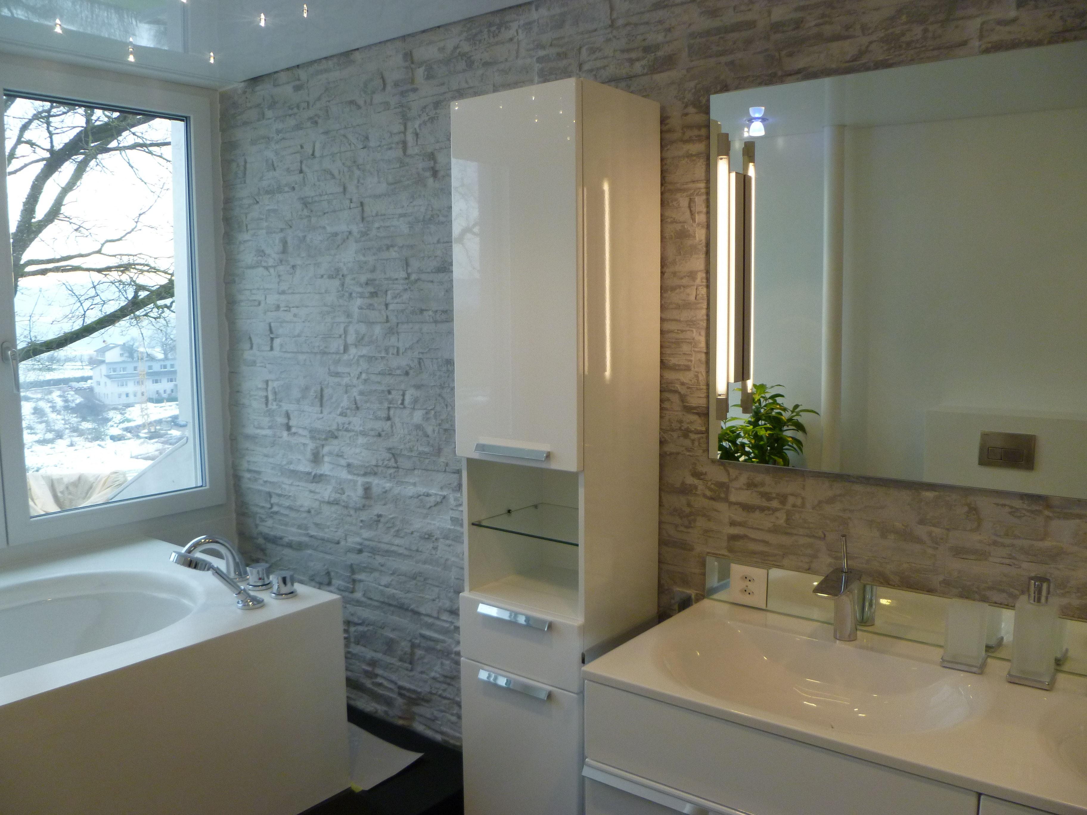 Steinwand Badezimmer  Badezimmer In Loft Mit Steinwand