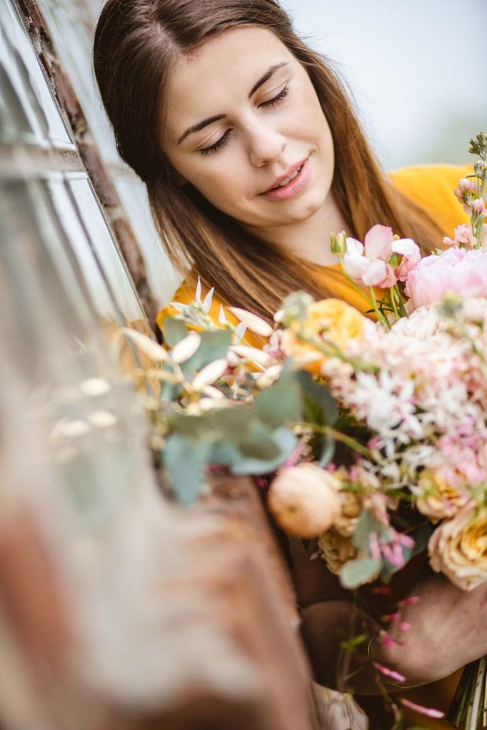 Judith das Blumenmdchen  Franka Beutner Fotografie