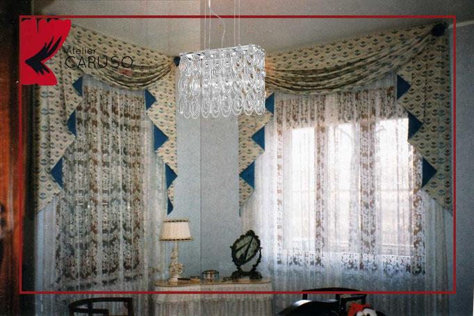 Le tende, classiche o moderne che siano, sono quel tocco in più pronto a rendere speciale la nostra casa. Tendaggi Classici Con Mantovana Atelier Tessuti Arredamento Tende Tendaggi Interni