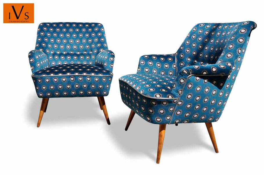 C'è uno starappo sulla seduta, vedi foto,. Gallery Poltrone Rifatte Italian Vintage Sofa