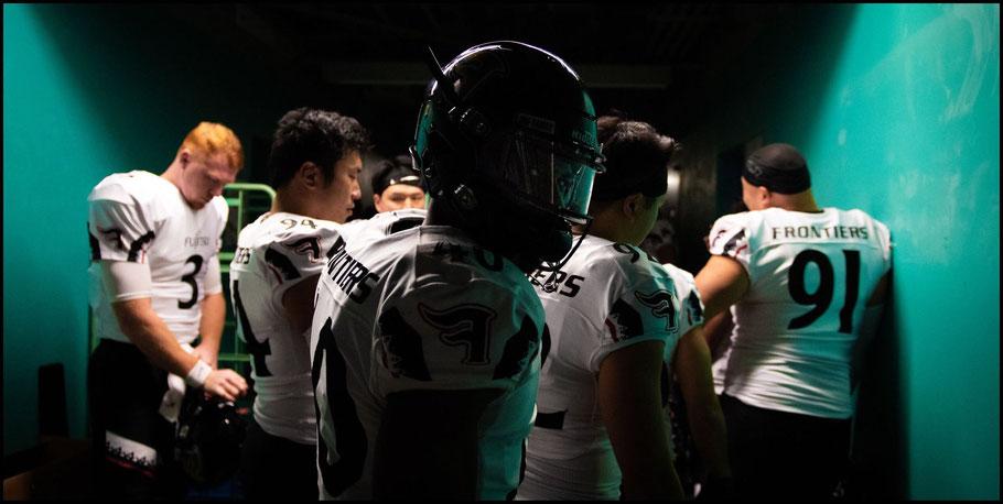 Birdsong (left) & Adeyemi (center) before the Rice Bowl — John Gunning, Inside Sport: Japan, Jan 3, 2019