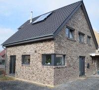 haus roter klinker >> einfamilienhaus mit gro 223 en dach ...