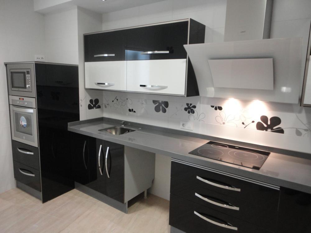 Cocina negra y blanca Jamilena  Cocinas Jaen