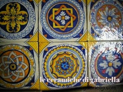Pannelli di ceramica artistica maiolica antica