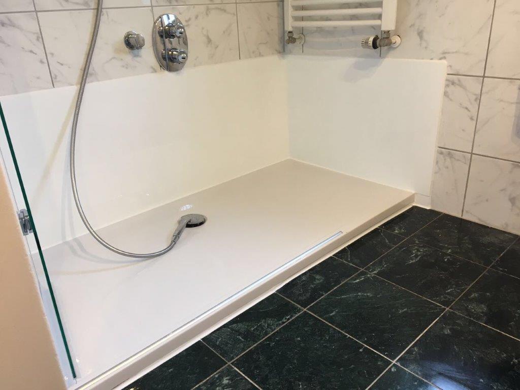 Aus Ihrer alten Badewanne wird ein geräumiges Duschvergnügen