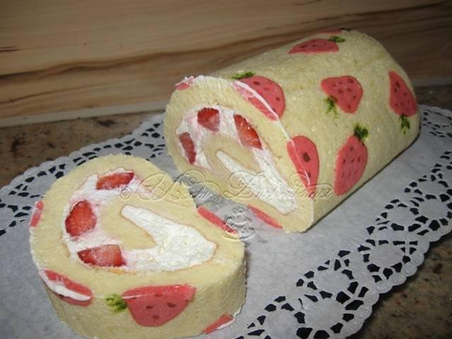SwissRoll mit Erdbeermotiv  zuckerblume58s jimdo page