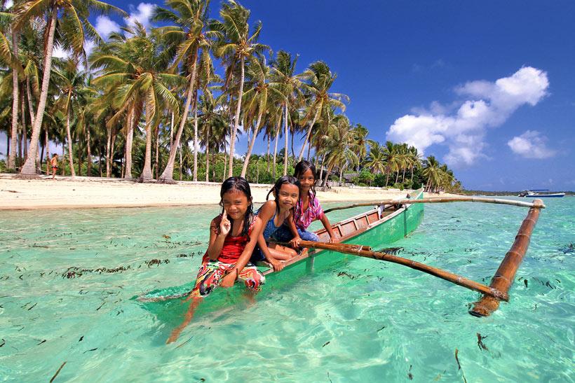 The beach in General Luna, Siargao, Philippines © Sabrina Iovino | via @Just1WayTicket