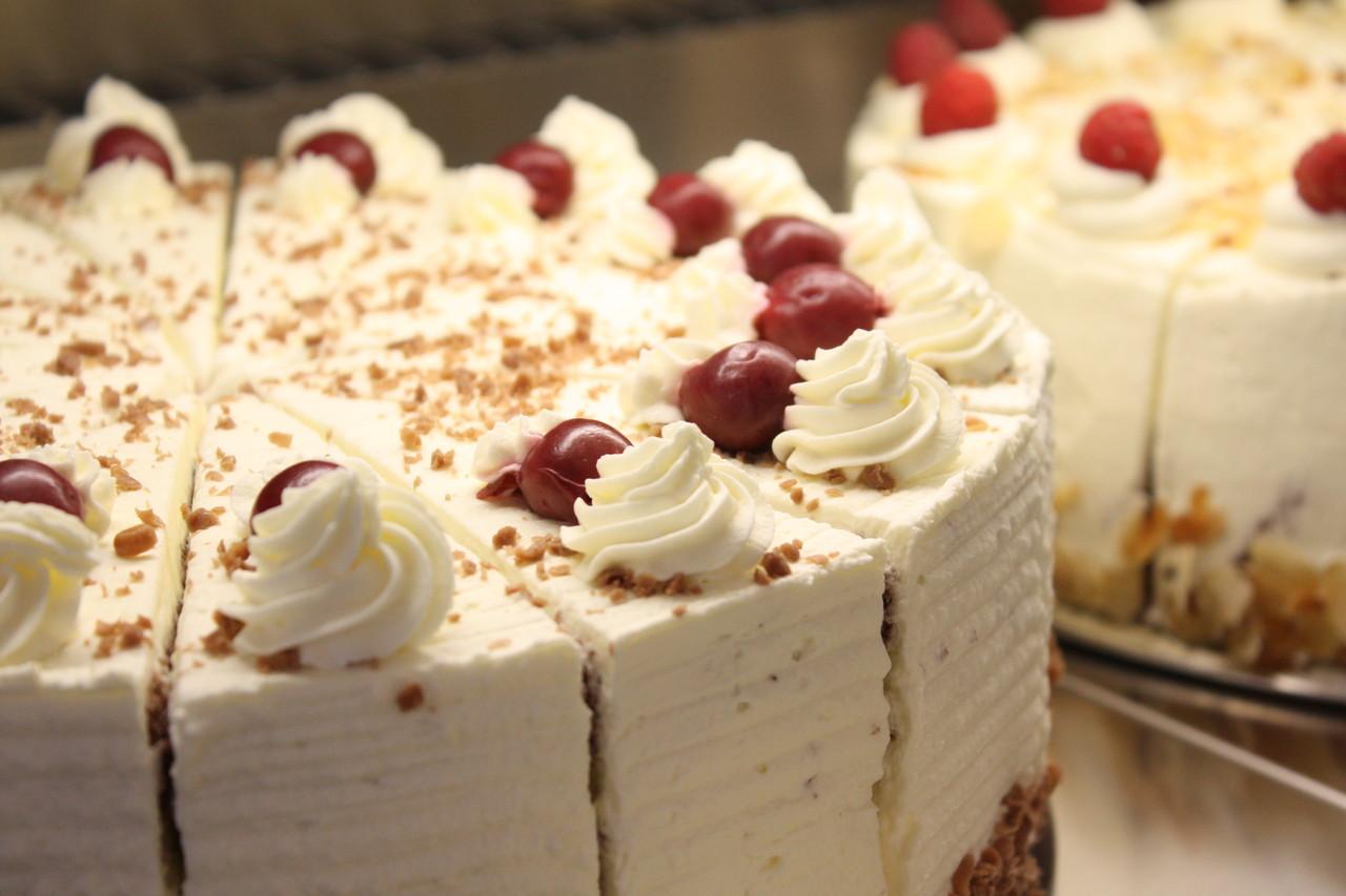 Ganze KuchenTorten bestellen Landcaf Dommer