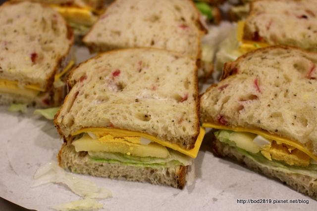 【新北板橋】哈肯舖 手感烘焙-獨家健康低熱量的麵包。原生紅藜 x 臺灣小麥製作的好麵包 - 嵐嵐的饗樂生活誌