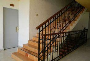 China Luxury Iron Grill Design Interior Stairs Railing ...